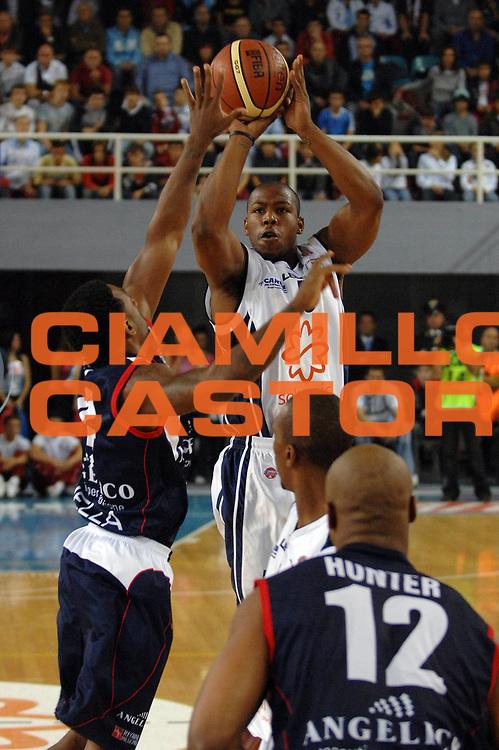 DESCRIZIONE : Rieti Lega A1 2007-08 Solsonica Rieti Angelico Biella<br /> GIOCATORE : Russell Carter<br /> SQUADRA : Solsonica Rieti<br /> EVENTO : Campionato Lega A1 2007-2008 <br /> GARA : Solsonica Rieti Angelico Biella<br /> DATA : 11/10/2007 <br /> CATEGORIA : tiro<br /> SPORT : Pallacanestro <br /> AUTORE : Agenzia Ciamillo-Castoria/E.Grillotti<br /> Galleria : Lega Basket A1 2007-2008<br /> Fotonotizia : Rieti Campionato Italiano Lega A1 2007-2008 Solsonica Rieti Angelico Biella<br /> Predefinita :