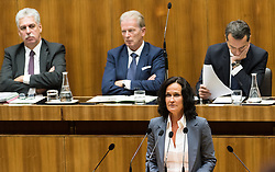13.10.2016, Parlament, Wien, AUT, Parlament, Nationalratssitzung, Sitzung des Nationalrates mit Generaldebatte über das Bundesfinanzgesetz 2017, im Bild Grüne Klubobfrau Eva Glawischnig vor Bundesminister für Finanzen Hans Jörg Schelling (ÖVP), Vizekanzler und Minister für Wirtschaft und Wissenschaft Reinhold Mitterlehner (ÖVP) und Bundeskanzler Christian Kern (SPÖ) // Leader of the parliamentary group the greens Eva Glawischnig<br />  in front of Austrian Minister of Finance Hans Joerg Schelling, Vice Chancellor of Austria and Minister of Science and Economy Reinhold Mitterlehner and Federal Chancellor of Austria Christian Kern during meeting of the National Council of austria according to government budget 2017 at austrian parliament in Vienna, Austria on 2016/10/13, EXPA Pictures © 2016, PhotoCredit: EXPA/ Michael Gruber