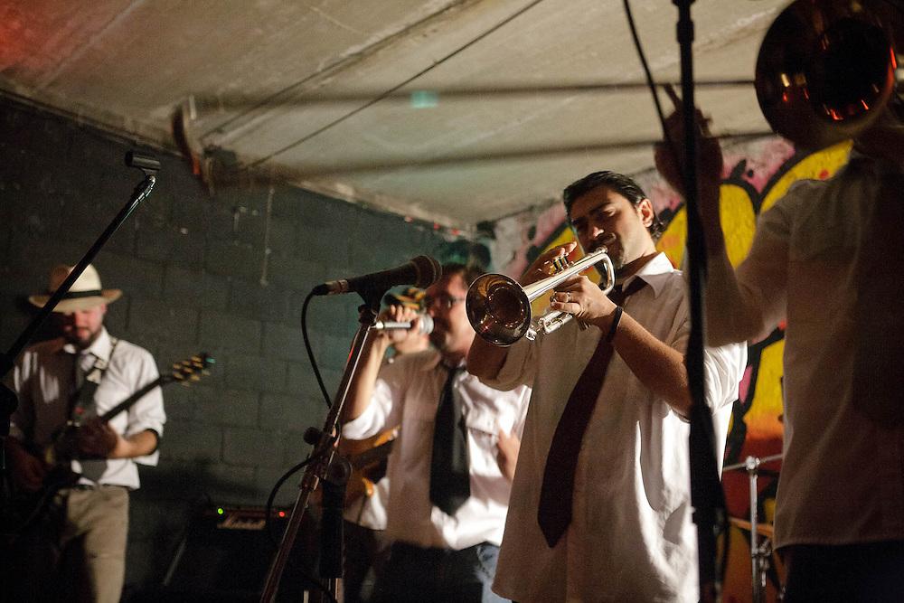 Fornace, Rho. Iniziative del centro sociale. Concerto (Rollowash Ska Orchestra, 2007).