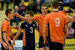 29-12-2014 NED: Eurosped Volleybal Experience Nederland - Belgie -19, Almelo<br /> Nederland verliest met 3-2 van Belgie / Mats Bleeker, Ruben Penninga