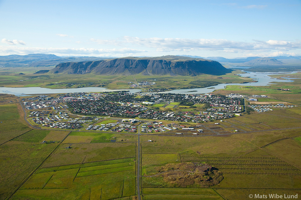 Selfoss séð til norðurs, Árborg / Selfoss viewing north. Olfusa river and mount Ingolfsfjall in background.South Iceland