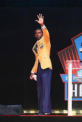 August 4, 2018 - Canton, OH, U.S. - CANTON, OH - AUGUST 04:  Randy Moss waves to the crowd after his speech during the 2018 Hall of Fame Enshrinement Ceremony on August 4, 2018 at the Tom Benson Hall of Fame Stadium in Canton, Ohio  (Photo by Rich Graessle/Icon Sportswire) (Credit Image: © Rich Graessle/Icon SMI via ZUMA Press)