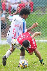 Lance da partida entre as equipes Santo Afonso x Gaurani válida pela copa Coca-Cola, no Parque Florestal em Novo Hamburgo, neste sabado 17/09/2011, em Porto Alegre. FOTO: Marcelo Campos/Preview.com