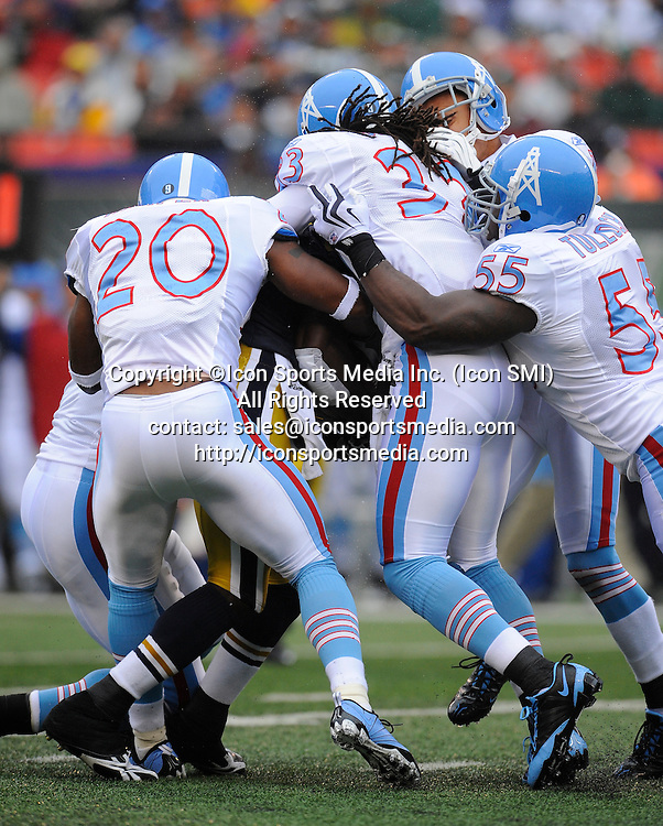 27 September 2009: Tennessee Titans defense tackles New York Jets running back Leon Washington (29) during the New York Jets 24-17 win over the Tennessee Titans at Giants Stadium in East Rutherford, NJ
