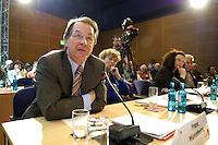 19 MAY 2005, BERLIN/GERMANY:<br /> Franz Muentefering (L), SPD Parteivorsitzender, Prof. Dr. Gesine Schwan (M), Praesidentin der Europa-Universitaet Viadrina, und Andrea Nahles (R), SPD, 4. Programmforum der SPD zur Fortschreibung des SPD Grundsatzprogramms, Willy-Brandt-Haus<br /> IMAGE: 20050519-01-028<br /> KEYWORDS: Franz Müntefering