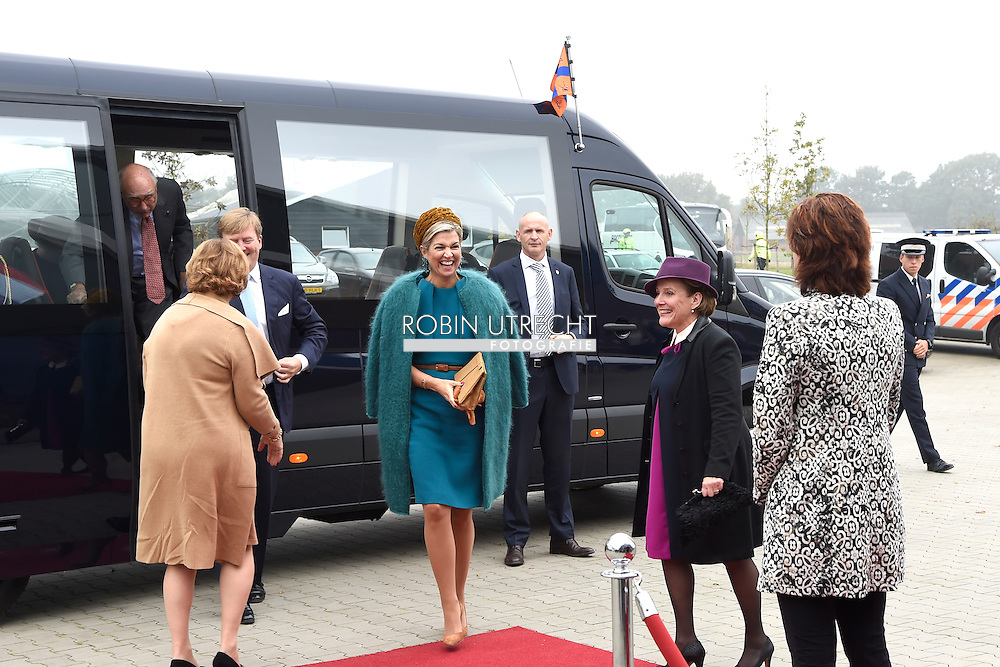 27-10-2016 King Willem-Alexander and Her Majesty Queen Maxima bring Thursday, October 27th a regional visit to Almelo and Northeast Twente. The King and Queen begin in Almelo, then they visit the congregations Dinkelland, Tubbergen, Losser and Oldenzaal. During the visit, the theme 'heritage as future capital' central. Elements of the past Twente are used as an incentive for both urban development and the development of rural areas. COPYRIGHT ROBIN UTRECHT<br /> 27-10-2016 Koning Willem-Alexander en Hare Majesteit Koningin Maxima brengen donderdag 27 oktober een streekbezoek aan Almelo en Noordoost Twente. De Koning en Koningin beginnen in Almelo, aansluitend bezoeken zij de gemeenten Dinkelland, Tubbergen, Losser en Oldenzaal. Tijdens het bezoek staat het thema &lsquo;erfenis als toekomstkapitaal&rsquo; centraal. Elementen uit het verleden van Twente zijn ingezet als impuls voor zowel stedelijke ontwikkeling als de ontwikkeling van de landelijke gebieden. COPYRIGHT ROBIN UTRECHT