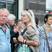 NLD/Amsterdam/20130708 - Uitvaart Maarten van Roozendaal in de Duif te Amsterdam, Jack Spijkerman en Manuela Kemp