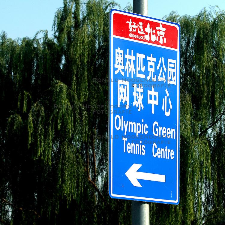 21-10-2007 ATLETIEK: ANA BEIJING MARATHON: BEIJING CHINA<br /> De Beijing Olympic Marathon Experience georganiseerd door NOC NSF en ATP is een groot succes geworden / Beijing nog niet klaar voor de Spelen - Olympic OS item borden Tennis Olympic Green<br /> ©2007-WWW.FOTOHOOGENDOORN.NL