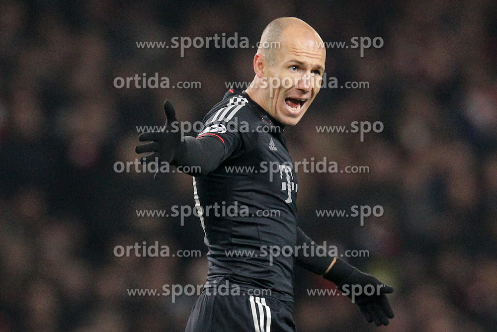 19.02.2013, Emirates Stadion, London, ENG, UEFA Champions League, FC Arsenal vs FC Bayern Muenchen, Achtelfinale Hinspiel, im Bild Arjen ROBBEN (FC Bayern Muenchen - 10) wuetend, aufgebracht, regt sich auf, diskutiert, meckert mit Toni KROOS (FC Bayern Muenchen - 39) // during the UEFA Champions League last sixteen first leg match between Arsenal FC and FC Bayern Munich at the Emirates Stadium, London, Great Britain on 2013/02/19. EXPA Pictures © 2013, PhotoCredit: EXPA/ Eibner/ Ben Majerus..***** ATTENTION - OUT OF GER *****