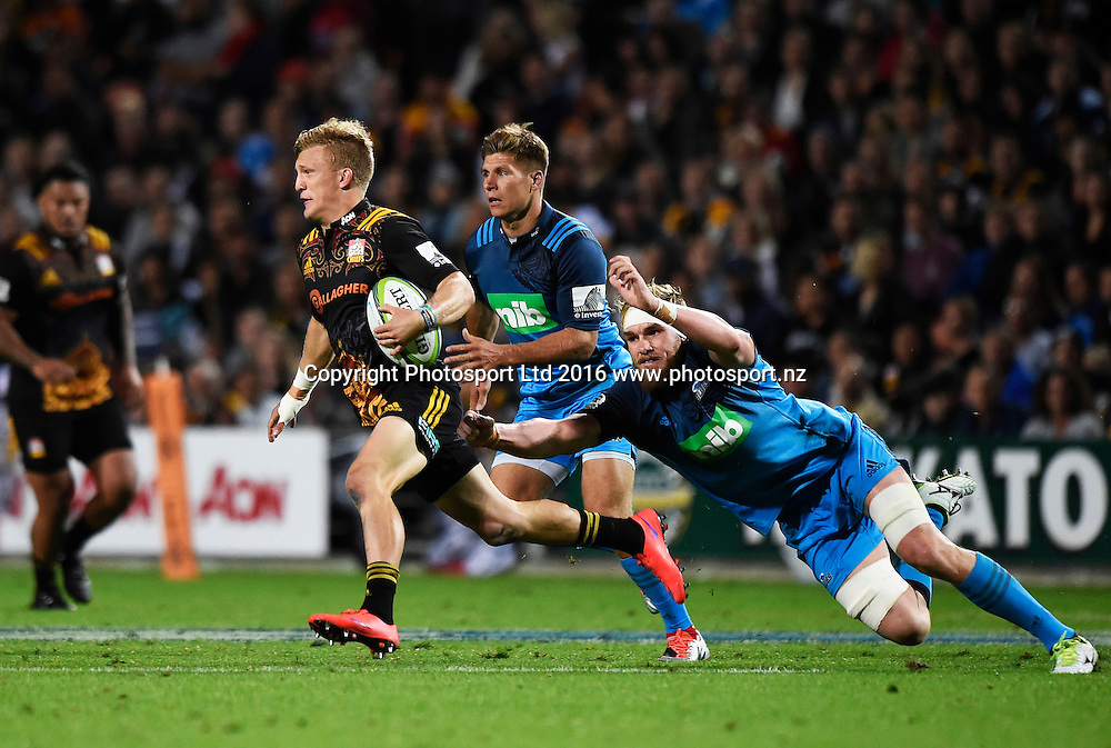 Damian McKenzie during the Blues v Chiefs Super Rugby match at Waikato Stadium, Hamilton, New Zealand. Friday 8 April 2016. Copyright Photo: Andrew Cornaga / www.Photosport.nz