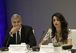 George Clooney und Ehefrau Amal bei einem Runden Tisch zum Fl¸chtlingsgipfel am Rande der UN Vollversammlung in New York<br /> <br /> / 200916<br /> <br /> *** Lebanese-British lawyer, Amal Clooney and her husband United States actor George Clooney attend a Private Sector CEO Roundtable Summit for Refugees during the United Nations 71st session of the General Debate at the United Nations General Assembly at United Nations headquarters in New York, New York; September 20th, 2016 ***