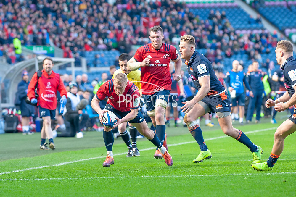 Keith Earls (#11) of Munster Rugby scores a try during the Heineken Champions Cup quarter-final match between Edinburgh Rugby and Munster Rugby at BT Murrayfield Stadium, Edinburgh, Scotland on 30 March 2019.