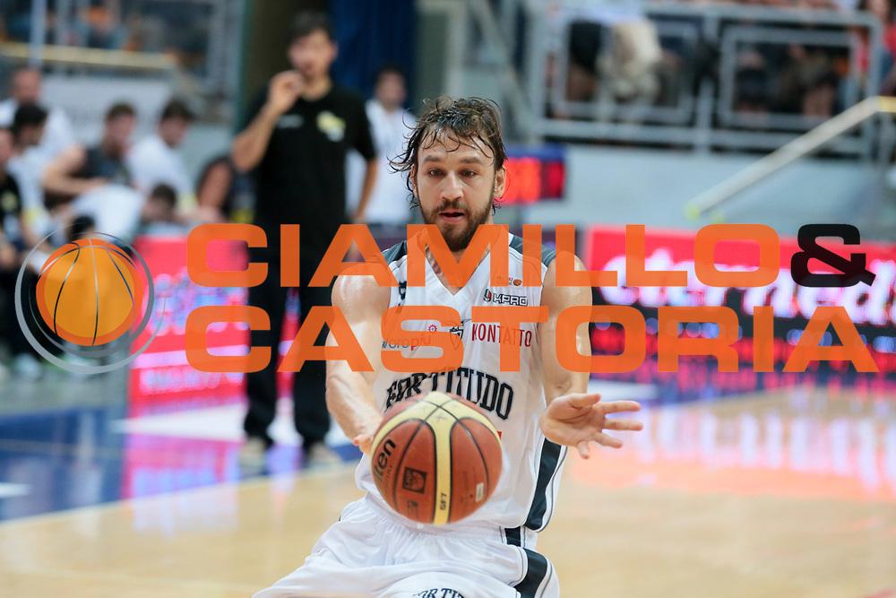 DESCRIZIONE : Bologna LNP Serie B 2014-15 Fortitudo Eternedile Bologna Bergamo Basket 2014<br /> GIOCATORE : DAVIDE LAMMA<br /> CATEGORIA : passaggio<br /> SQUADRA : Fortitudo Eternedile Bologna<br /> EVENTO : Campionato LNP Serie B 2014-15<br /> GARA : Fortitudo Eternedile Bologna Bergamo Basket 2014<br /> DATA : 12/10/2014<br /> SPORT : Pallacanestro <br /> AUTORE : Agenzia Ciamillo-Castoria/D.Vigni<br /> Galleria : LNP Serie B 2014-2015 <br /> Fotonotizia : Bologna LNP Serie B 2014-15 Fortitudo Eternedile Bologna Bergamo Basket 2014<br /> Predefinita :
