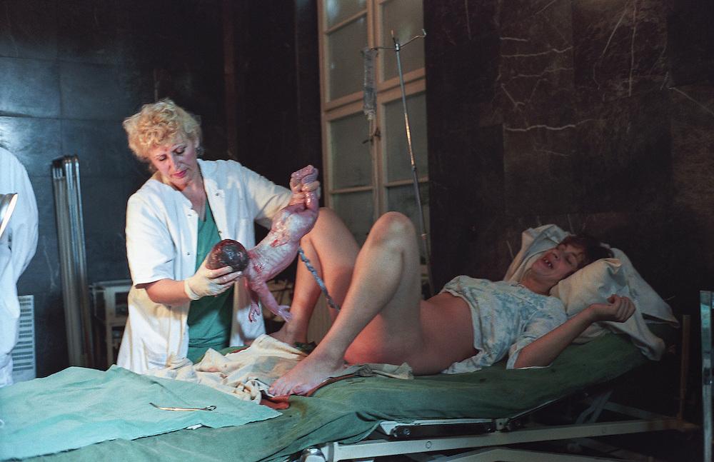 BIH BOSNIA BOSNIEN Sarajevo  Szene einer Geburtsklinik in der belagerten Hauptstadt.