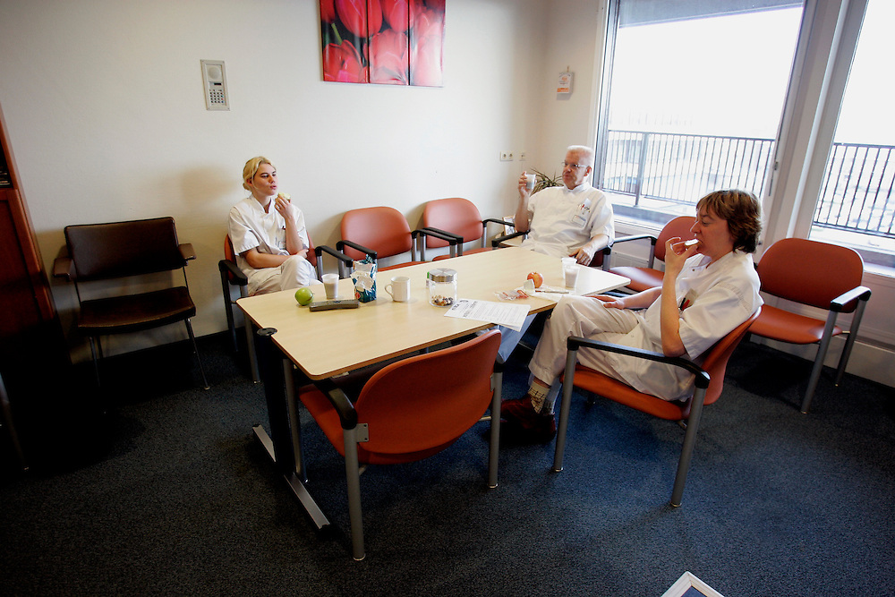 The Hague. Hospital. MCH. Medisch Centrum Haaglanden. Nurses on a break..Photo: Gerrit de Heus