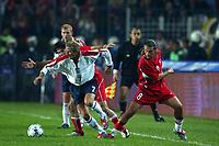 Fotball<br /> Kvalifisering til EM 2004<br /> 11.10.2003<br /> Tyrkia v England<br /> Norway Only<br /> Foto: Digitalsport<br /> <br /> FOOTBALL - EURO 2004 - QUALIFICATIONS - GROUP 7 - TURKEY v ENGLAND - 031011 - DAVID BECKHAM (ENG) / IBRAHIM UZULMEZ / TUGAY KERAMOGLU (TUR) - PHOTO LAURENT BAHEUX