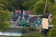 Nederland, Arnhem, 9-5-2005..Een deel van de Zaanse Schans in het Nederlands openluchtmuseum...Het kreeg een europese prijs als beste museum van dit jaar. Cultuur, cultureel erfgoed, geschiedenis, architektuur..Foto: Flip Franssen/Hollandse Hoogte