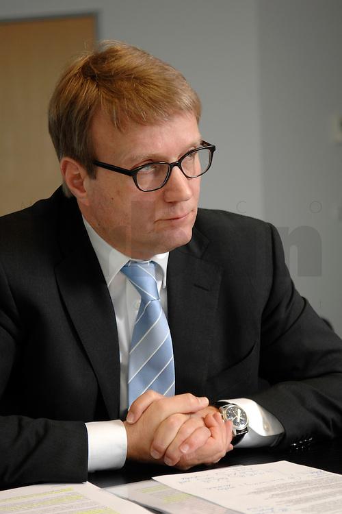 09 JAN 2007, BERLIN/GERMANY:<br /> Ronald Pofalla, CDU Generalsekretaer, waehrend einem Interview, in seinem Buero, CDU Bundesgeschaeftsstelle<br /> IMAGE: 20070109-01-002