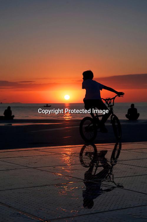 Hitchcock disait que le plus beau soleil du monde se couchait à Zadar. Au porte de l'archipel des Kornati, la ville historique de Zadar à beaucoup à offrir.