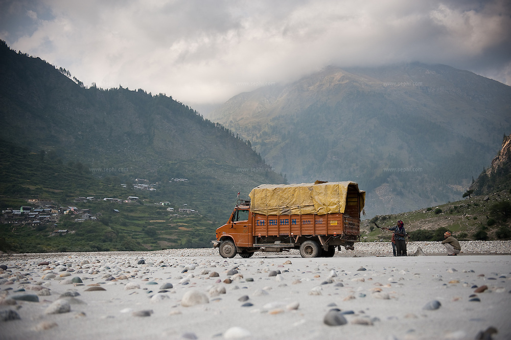 afternoon, forest, Himalaya, India, mountain, road, transport, transportation, trees, Truck, trucking, morning, outdoors, road, route, scenic, travel, vehicle, landscape, river, people, driver