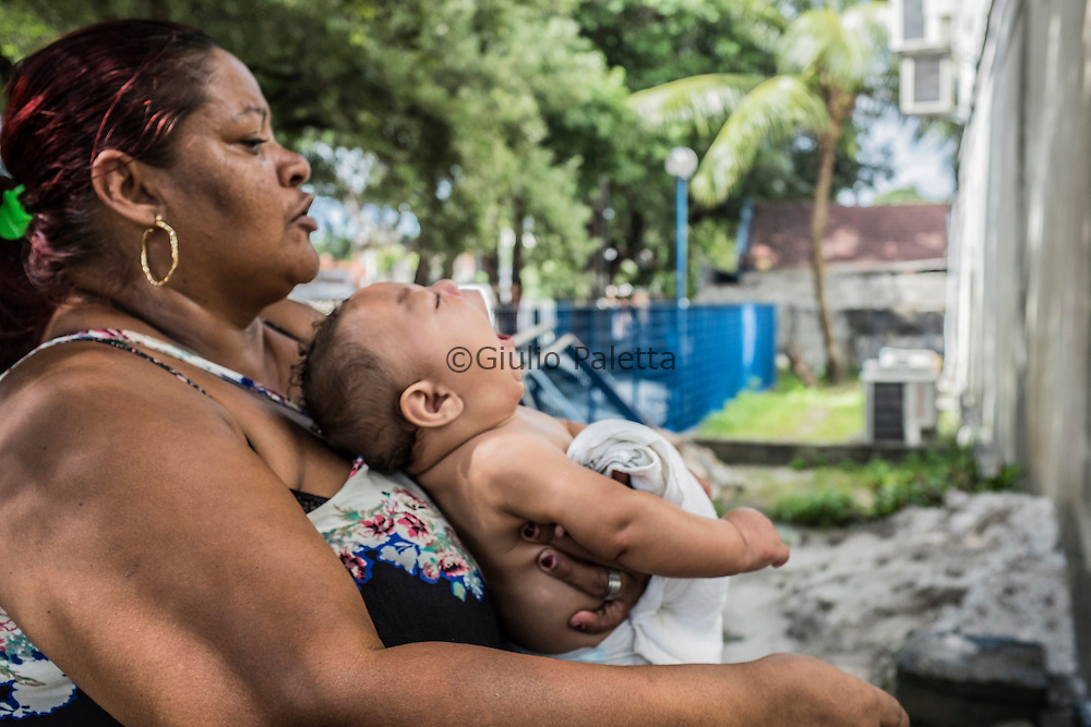 A mother patiently waits for hours the response of the pediatrician and the social worker to see if she will be allowed to obtain a special pension for her children with microcephaly outside the INSS (Social security) headquarters in Recife, Pernambuco