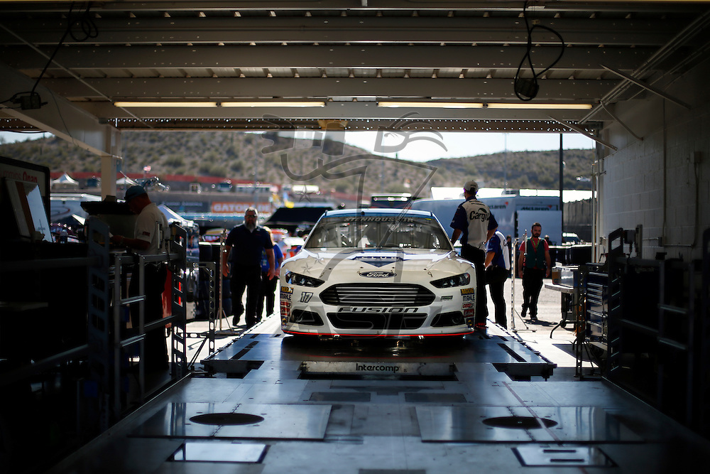 Avondale, AZ - Nov 13, 2015:  The NASCAR Sprint Cup Series teams take to the track to practice for the Quicken Loans Race for Heroes 500(k) at Phoenix International Raceway in Avondale, AZ.