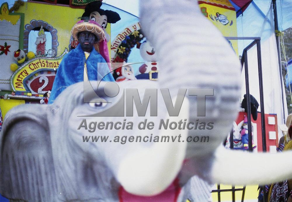 Toluca, Méx.- Miradas de esperanza a unos dias de la llegada de los reyes magos. Agencia MVT / Daniela Bojorquez