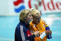 Håndball, 26. september 2002. Treningskamp, Norge - Jugoslavia 31-19. Heidi Tjugum Mørk, Norge og trener Marit Breivik.