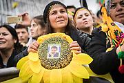 Frankfurt | 18 March 2017<br /> <br /> Am Samstag (18.02.2017) feierten &uuml;ber 30000 Kurden im Rahmen einer Demonstration das kurdische Neujahrsfest Newroz, bei der Demo sprachen sie sich gegen eine Diktatur und f&uuml;r die Freilassung von PKK-F&uuml;hrer Abdullah &Ouml;calan aus.<br /> Hier: Die Kundgebung nach der Demo findet im Europaviertel statt, eine Frau in kurdischer Tracht tr&auml;gt eine Sonnenblume mit einem kleinen Foto von &Ouml;calan.<br /> <br /> photo &copy; peter-juelich.com<br /> <br /> Nutzung honorarpflichtig!