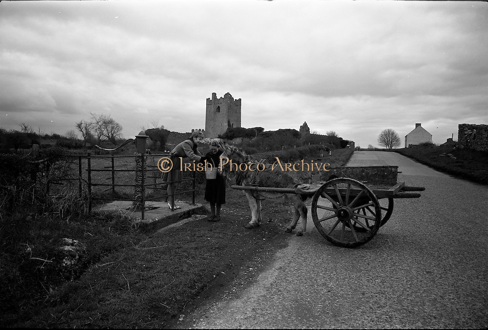 06-10/04/1964.04/06-10/1964.06-10 April 1964.Views on the River Shannon. Clononey Castle is a prominent landmark on te roadway to Cloghan from Shannon harbour Co. Offaly.