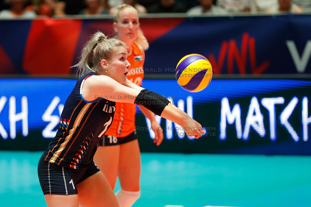 20180529 NED: Volleyball Nations League Netherlands - Poland, Apeldoorn<br />Kirsten Knip (1) of The Netherlands, Marrit Jasper (18) of The Netherlands <br />©2018-FotoHoogendoorn.nl