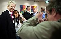 Nederland. Den Haag, 26 februari 2010.<br /> Partij voor de Vrijheid, PVV. Campagnebijeenkomst in een zaaltje Ockenburgh Active in het kader van de gemeenteraadsverkiezingen. In de pauze gaat Geert Wilders vele malen op de foto met fans. Politieke partij, aanhang, Geert Wilders, Politiek, lokale politiek<br /> Foto Martijn Beekman