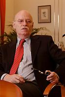 15 JAN 2003, BERLIN/GERMANY:<br /> Peter Struck, SPD, Bundesverteidigungsminister, mit Pfeife, waehrend einem Interview, in seinem Buero, Bundesministerium der Verteidigung<br /> Peter Struck, Federal Minister of Defense, during an interview, in his office<br /> IMAGE: 20030115-04-045