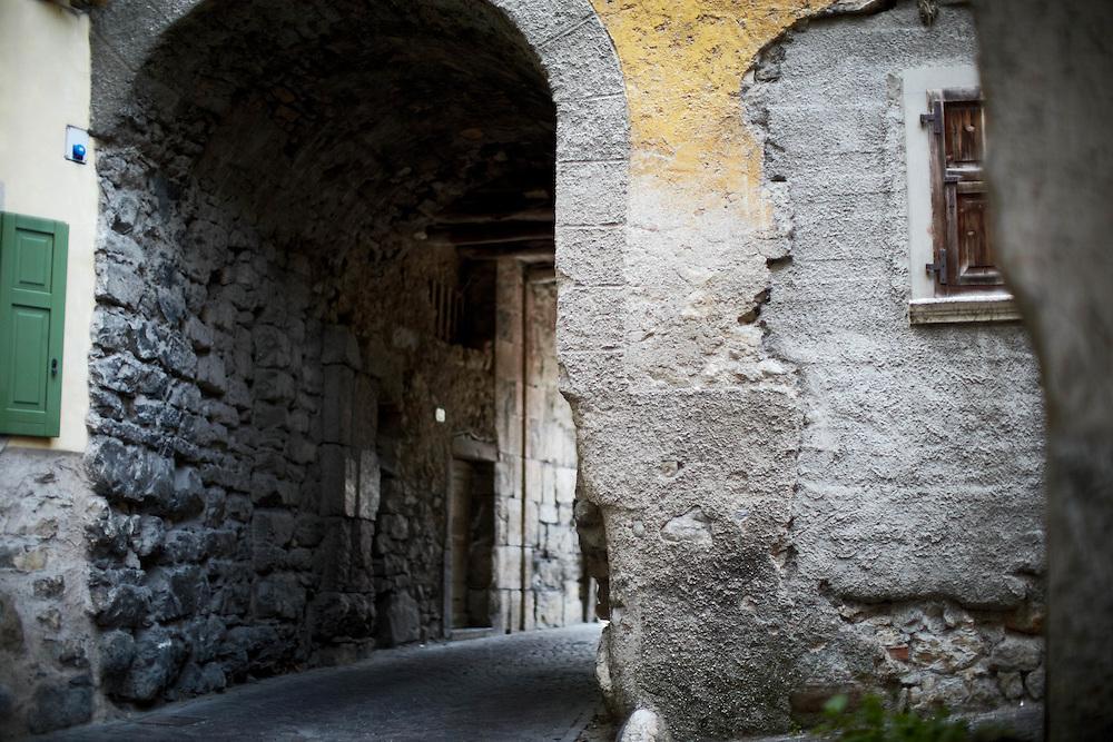 Tenno (TN) -  Borgo di Frapporta: viuzza.