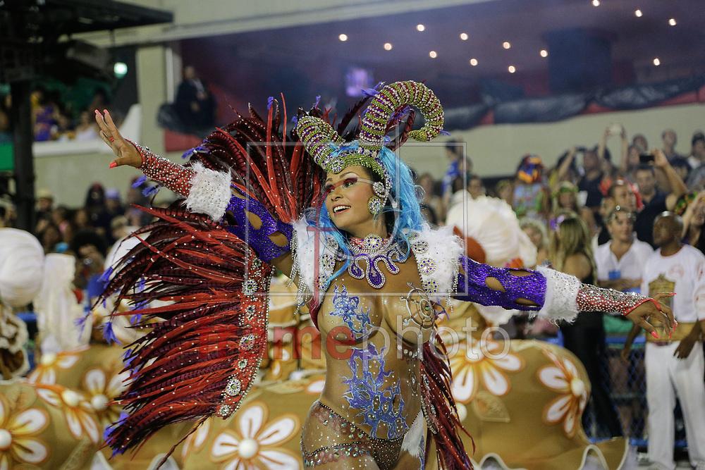 Rio de Janeiro, RJ – 14/02/2015 – Desfile do GRES Unidos de Padre Miguel com o enredo O Cavaleiro Armorial Mandacariza o Carnaval, quarta escola no segundo dia do Grupo de Acesso do Carnaval 2015, no Sambódromo da Marquês de Sapucaí, na noite de hoje (14/02). Foto: Rudy Trindade/Frame