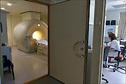Nederland, Arnhem, 26-6-2015Verschillende scanners van Philips in het Rijnstaete Ziekenhuis. Bijzonder zijn de CT scanner met Ambient Lighting, en de hybride OK.Foto: Flip Franssen