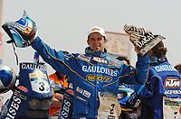 Motor<br /> Foto: Dppi/Digitalsport<br /> NORWAY ONLY<br /> <br /> DAKAR 2005 - PODIUM<br /> DAKAR 16/01/2005<br /> <br /> MOTO - CYRIL DESPRES / KTM 660 GAULOISES - AMBIANCE - PORTRAIT winner