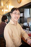 Toshiuki Suzuki, 32, har tagit del i New Starts aktiviteter i ett &aring;r, efter sju &aring;rs isolering. <br /> &rdquo;Att ta hand om gamla m&auml;nniskor var det viktigaste f&ouml;r mig&rdquo;, s&auml;ger Suzuki, som nu har g&aring;tt en datakurs och ska b&ouml;rja s&ouml;ka efter jobb. <br /> Han rekommenderar tidiga insatser f&ouml;r hikikomoris, annars &auml;r det l&auml;tt att bli fast i isoleringen.