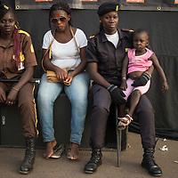 02/03/2014. Bissau. Guinée Bissau. Des agents de sécurité protègent la zone de la scène de spectacle sur la place Imperio pendant la fête de Carnaval. ©Sylvain Cherkaoui pour JA.