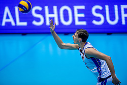 18-08-2017 NED: Oefeninterland Nederland - Italië, Doetinchem<br /> De Nederlandse volleybal mannen spelen hun eerste oefeninterland van twee in SaZa topsporthal tegen Italie als laatste voorbereiding op het EK in Polen. Nederland verliest met 3-0 / Simone Giannelli #6