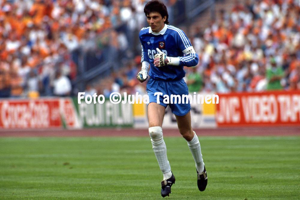 UEFA European Championship - West Germany 1988<br /> 25.06.1988, Olympiastadion, M&uuml;nchen / Olympic Stadium, Munich.  <br /> Final, Holland v Soviet Union. <br /> Rinat Dasayev - USSR