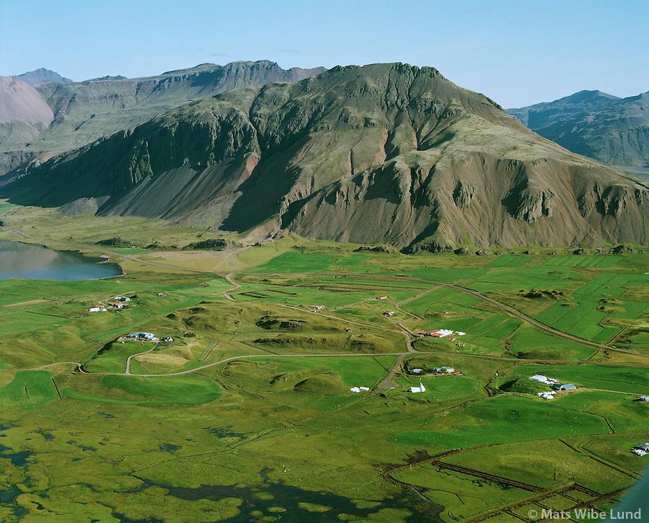 Bjarnanes, Miðsker, Ás, Stapi, Nesjahreppur..Ketillaugarfjall í baksyni /.Bjarnanes, Midsker, As, Stapi, Nesjahreppur,.Mount Ketillaugarfjall in background.