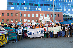 © Licensed to London News Pictures. 12/01/2016. London, UK. Junior doctors and supporters picket outside the Royal London Hospital in Whitechapel, east London. Junior doctors across England are taking strike action today after talks failed between the British Medical Association (BMA), NHS bosses and Health secretary, Jeremy Hunt regarding a new contract, weekend pay and working hours. Photo credit : Vickie Flores/LNP