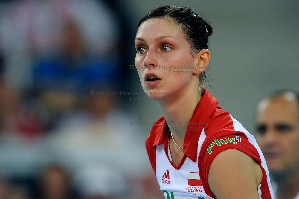 25-09-2009 VOLLEYBAL: EUROPEES KAMPIOENSCHAP SPANJE - POLEN: LODZ<br /> Polen wint moeizaam met 3-2 van Spanje / Joanna Kaczor<br /> &copy;2009-WWW.FOTOHOOGENDOORN.NL