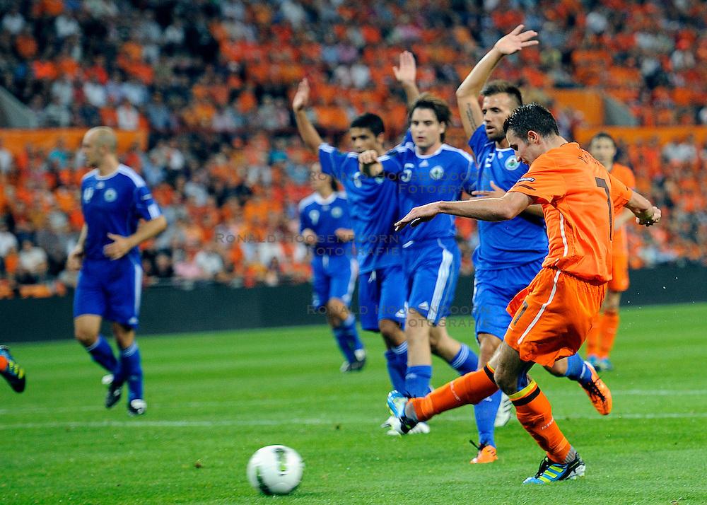 02-09-2011 VOETBAL: NEDERLAND - SAN MARINO: EINDHOVEN<br /> Nederland wint met 11-0 van San Marino / Robin van Persie<br /> &copy;2011-FotoHoogendoorn.nl