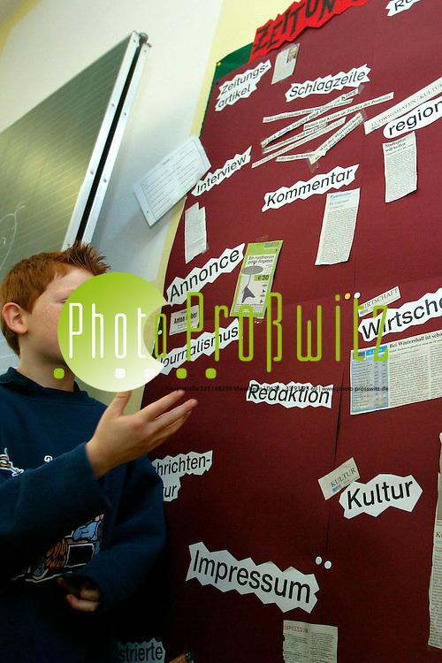 Mannheim. Almenhofschule. Sch&uuml;ler machen Zeitung. MM Aktion findet freudigen Anklang, nicht nur bei den jungen Lesern<br /> <br /> Bild: Markus Pro&szlig;witz
