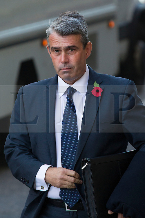 © Licensed to London News Pictures. 29/10/2013. London, UK. Mark Hanna, former head of security at News International, arrives at the Old Bailey in London today (29/10/2013) where they face charges related to phone hacking during their time at the paper. Photo credit: Matt Cetti-Roberts/LNP