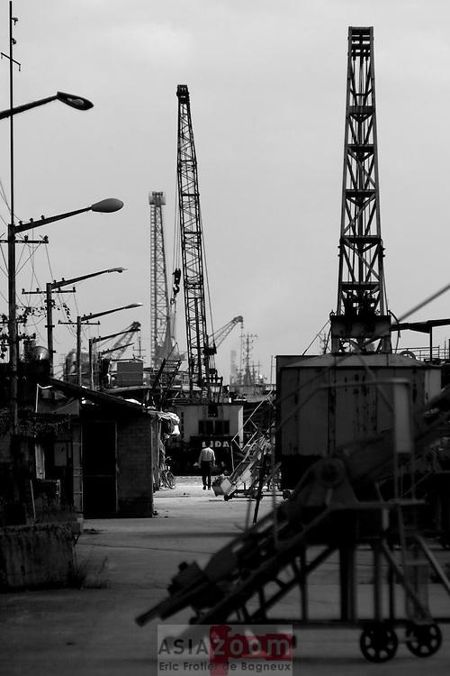 Sur les dock a Shanghai au bord de la Huangpu river, Chine Octobre 2007