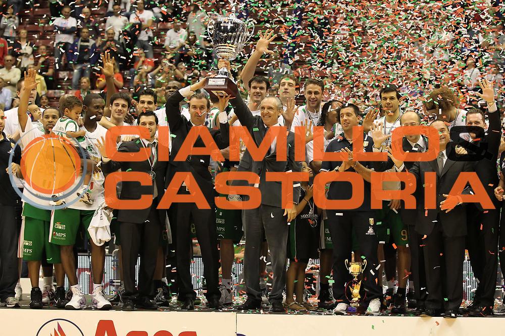 DESCRIZIONE : Milano Lega A 2009-10 Playoff Finale Gara 4 Armani Jeans Milano Montepaschi Siena<br /> GIOCATORE : Simone Pianigiani Ferdinando Minucci<br /> SQUADRA : Montepaschi Siena<br /> EVENTO : Campionato Lega A 2009-2010 <br /> GARA : Armani Jeans Milano Montepaschi Siena<br /> DATA : 19/06/2010<br /> CATEGORIA : esultanza award premiazione coppa<br /> SPORT : Pallacanestro <br /> AUTORE : Agenzia Ciamillo-Castoria/ElioCastoria<br /> Galleria : Lega Basket A 2009-2010 <br /> Fotonotizia : Milano Lega A 2009-10 Playoff Finale Gara 4 Armani Jeans Milano Montepaschi Siena<br /> Predefinita :