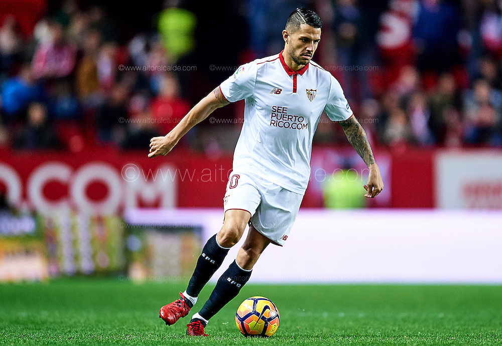 "SEVILLE, SPAIN - NOVEMBER 26:  Victor Machin Perez ""Vitolo"" of Sevilla FC in action during the La Liga match between Sevilla FC and Valencia CF at Estadio Ramon Sanchez Pizjuan on November 26, 2016 in Seville, Spain.  (Photo by Aitor Alcalde Colomer/Getty Images)"